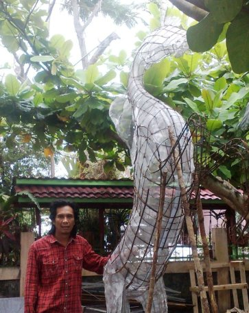 """Construction of """"White Stallion"""", mixed concrete with grinded marble layer, 3,1 meter."""